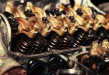 Jak wybrać serwis, który wymieni olej w samochodzie